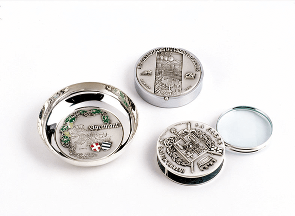 """FIA Gifts with 73mm (2,9"""") diameter Medals"""